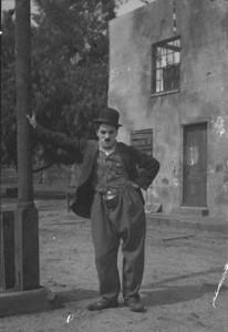 Charlie Chaplin in der Rolle des Tramp (1917)